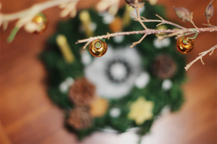 wreath_in_background