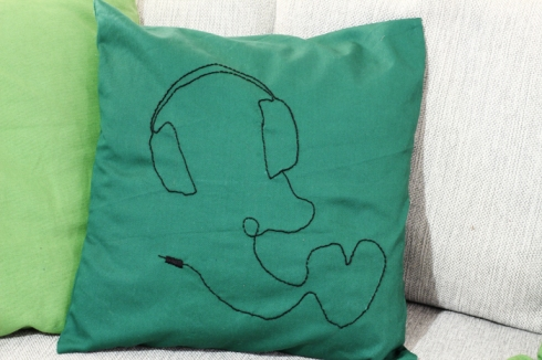 headphones_cushion_close-up