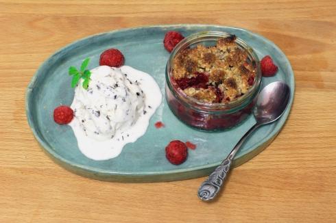 Rhubarb_raspberry_crumble1