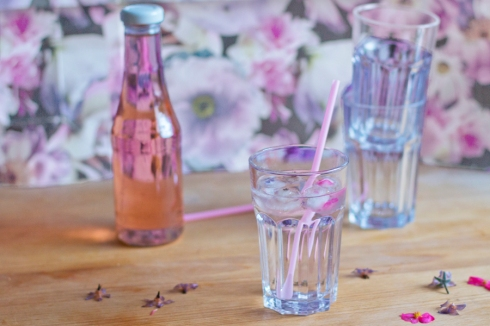balm_syrup_with_flower_ice_cubes_recipe