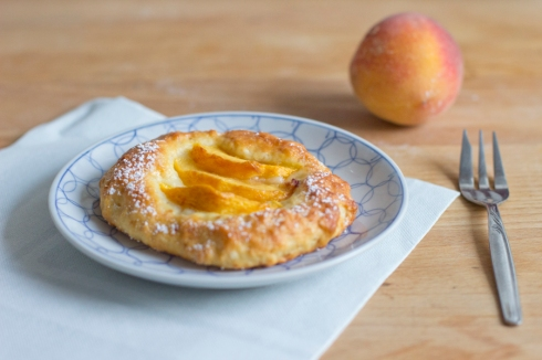 peach_tartlets_served