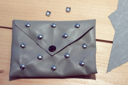 envelope_clutch_studs