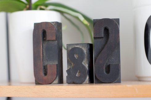 tea_shelf_decoration_print_letters_detail