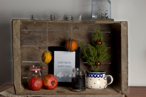 christmas-decoration-old-fruit-box