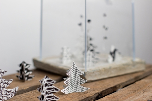 Paper-christmas-tree-black-white-decoration-diy