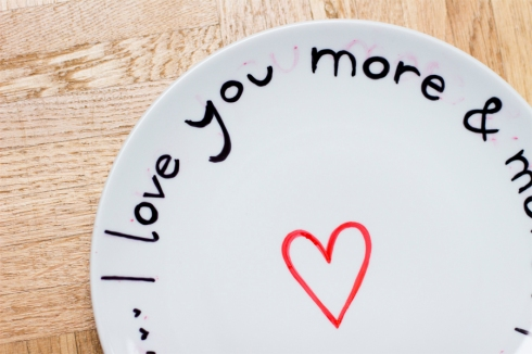 Love-plate-edding-writing-on-china