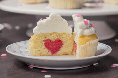 Valentine-heart-cupcake-surprise