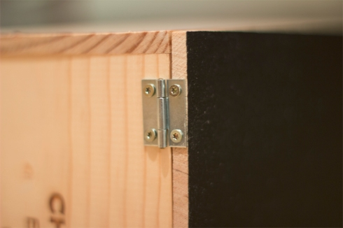 First-Aid-wine-box-hinges