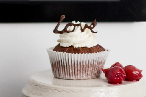 chocolate-decoration-love-cupcake
