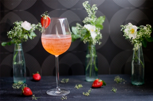 strawberry-balm-prosecco-wedding-drink-recipe