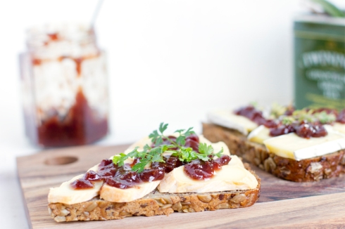 strawberry-chutney-cheese-sandwich